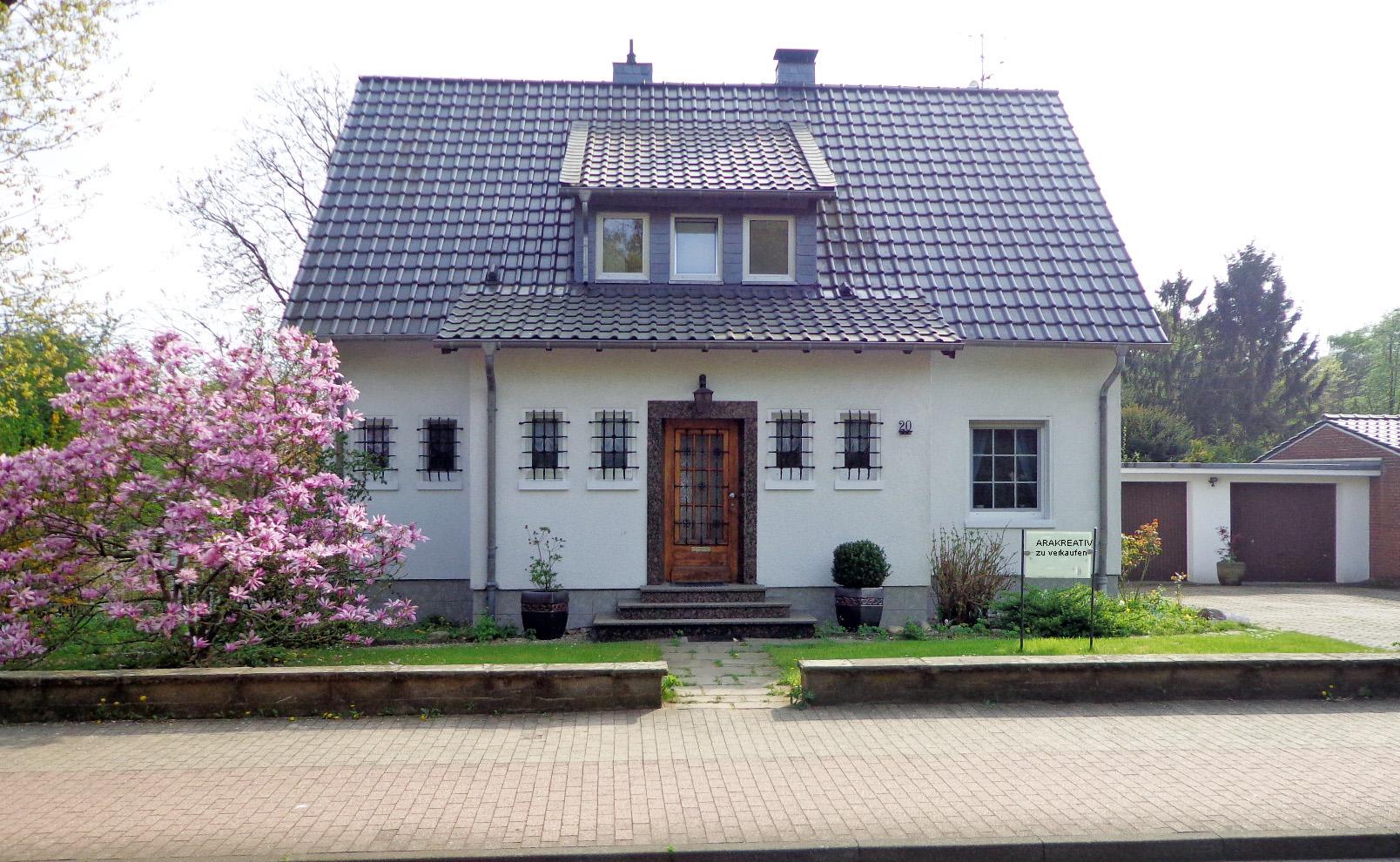 Schmuckes Zweifamilienhaus